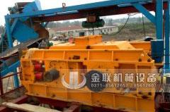 四川绵阳鹅卵石生产线现场-1210连轴对辊破碎机