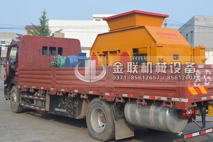 2PG1200X800对辊破碎机发往新疆喀什石英石制沙8